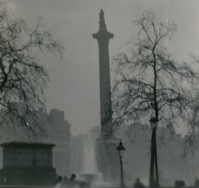 FL Nelsons Column during the Great Smog of 1952
